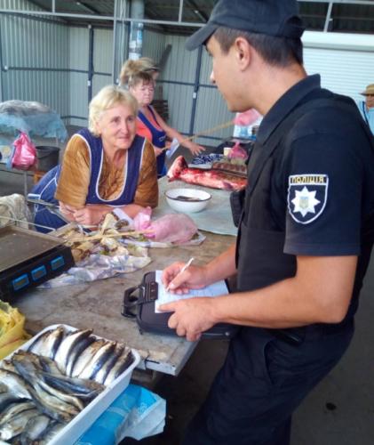 На черноморском курорте Херсонщины у «стихийщиков» отобрали больше 70 кг рыбы, салатов и пирожков