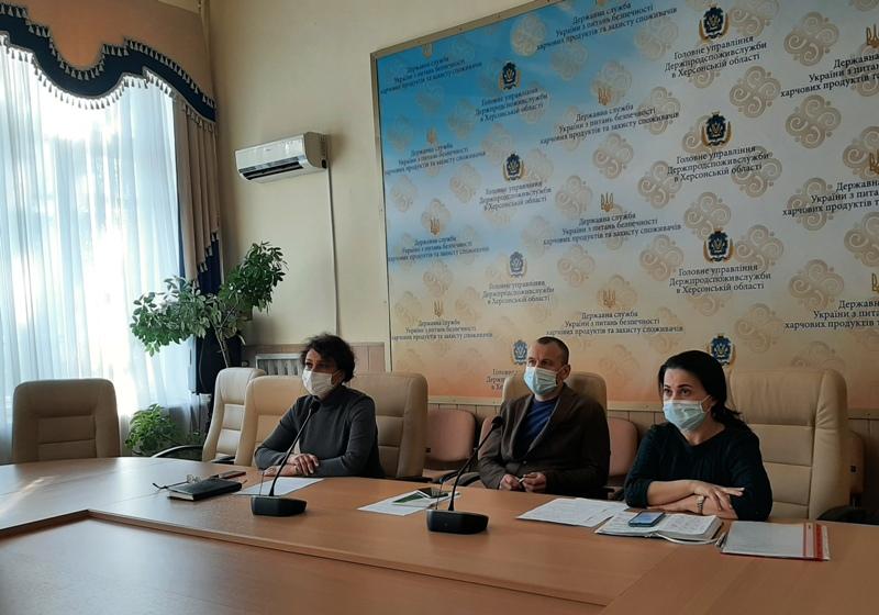 Головне управління Держпродспоживслужби в Херсонській області обговорило з аграріями безпечне використання засобів захисту рослин