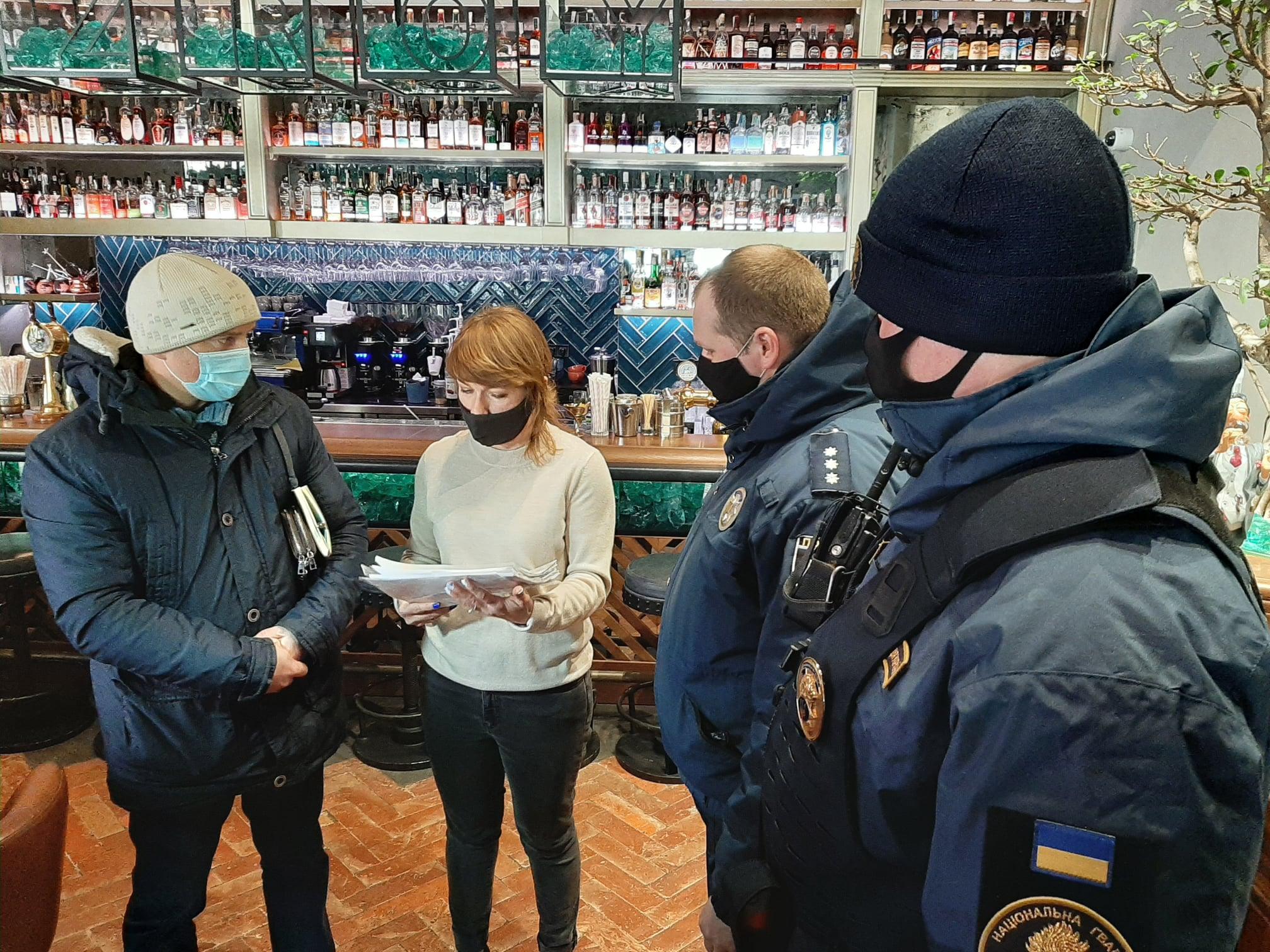 У Херсоні COVID-патрулі нагадали про карантинні обмеження